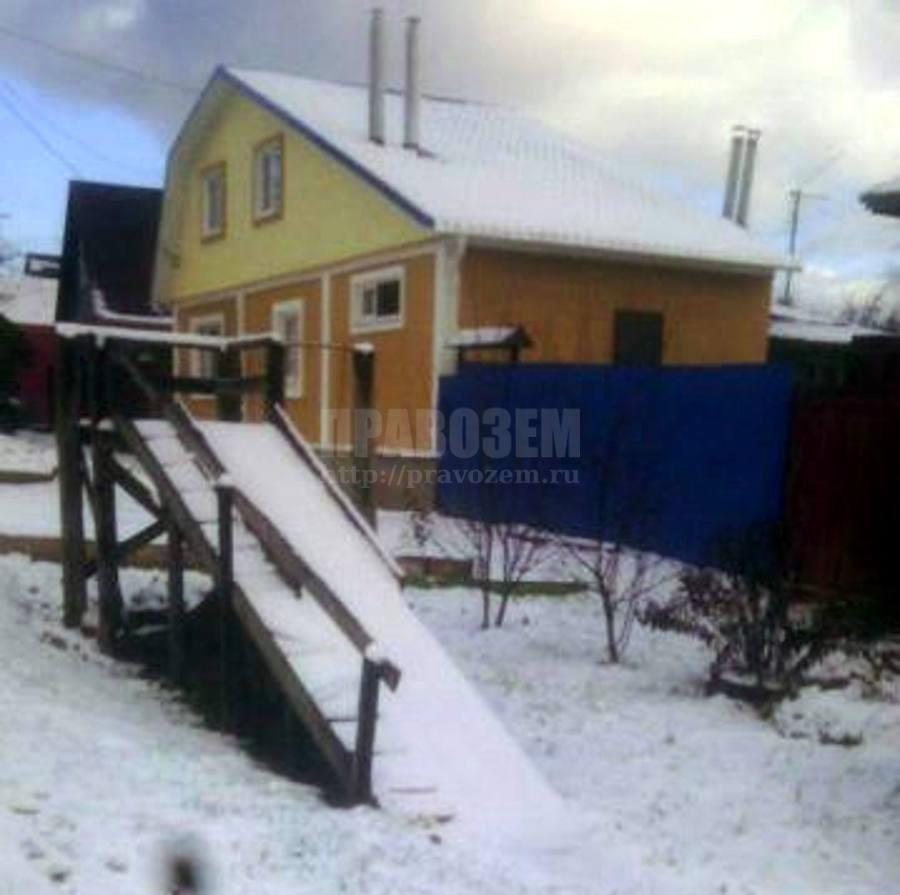дом соседки и мой забор