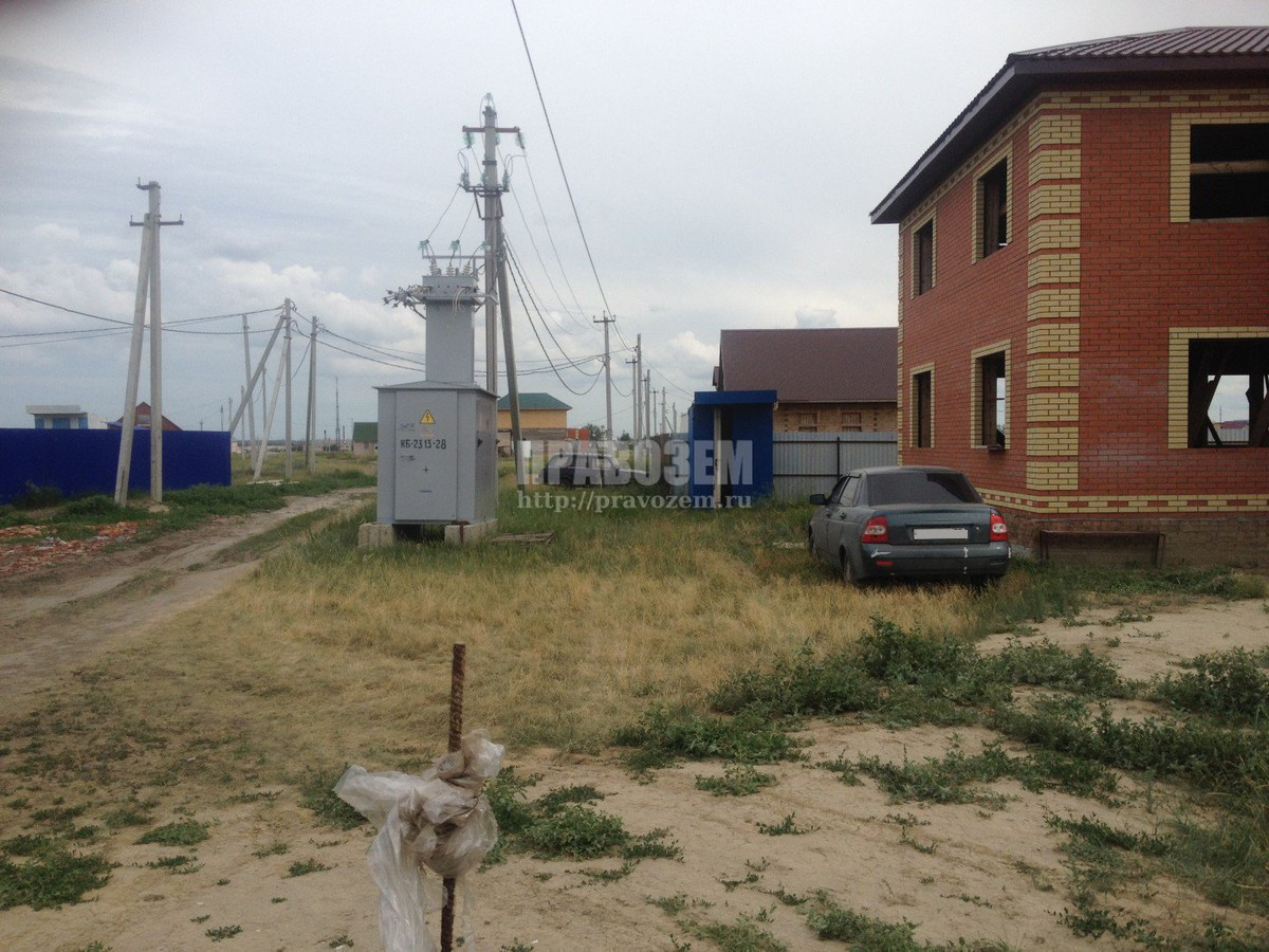 Не дают разрешение на строительство так как возле у участка стоит трансформатор от него нужно 10 метров отступит до жилых окон, а у нас только 7, что делать дом уже на половину достроили А/Н Правозем