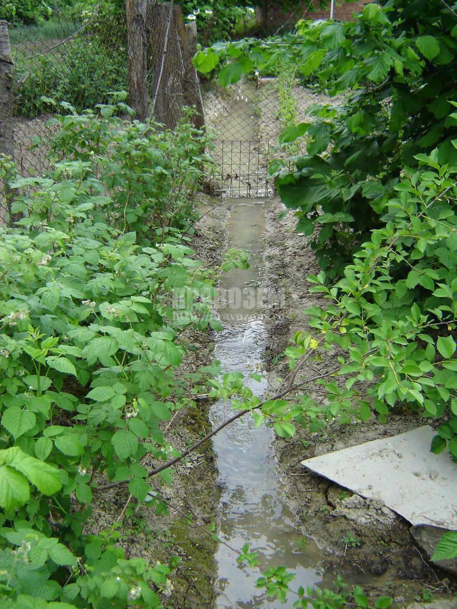 Оросительная канава проходящая по границе земельных участков