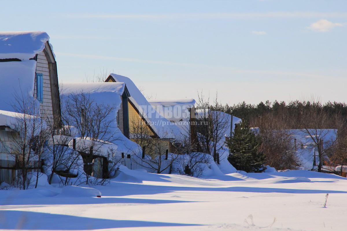 Снег с крыши соседа падает к нам на участок А/Н Правозем
