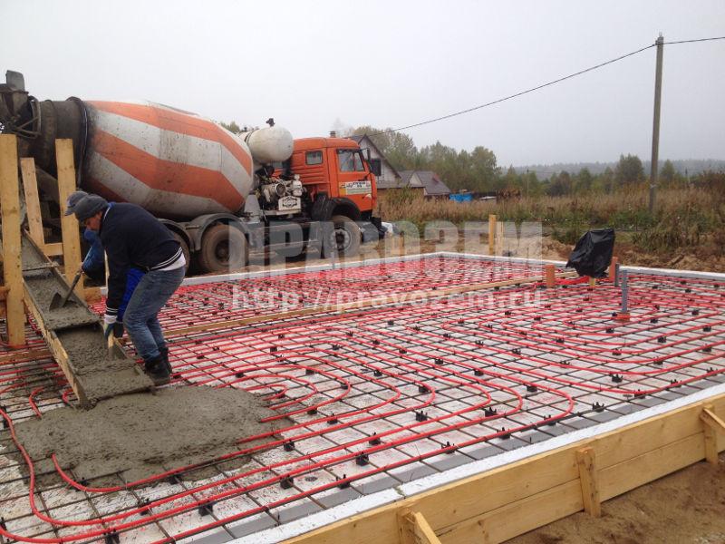 Утеплённую Шведскую Плиту (УШП) заливают бетоном
